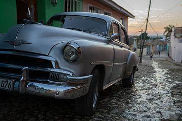 Klassieke Chevrolet in Trinidad - Cuba  van Bart Muller