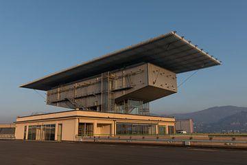 Roof of Lingotto car factory Fiat in Turin van Joost Adriaanse