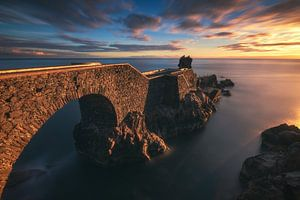 Madeira Ponta do Sol-brug in de zonsondergang bij zonsondergang van
