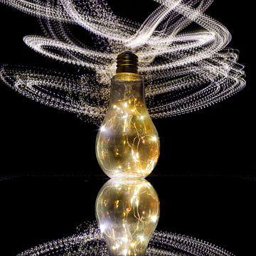 Gloeilamp met LED experiment van Jeffrey Steenbergen