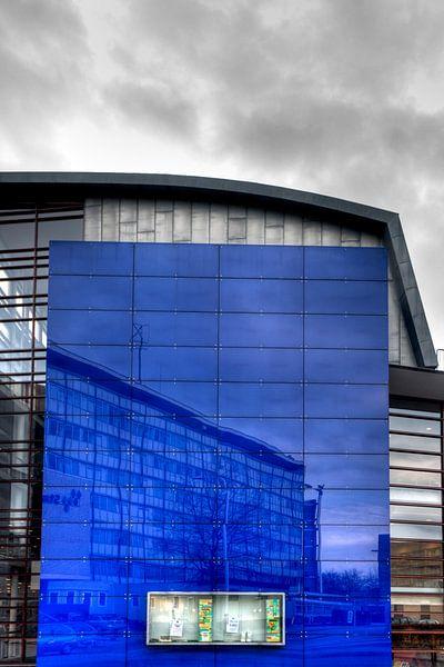 Reflection in Blue van Ruud van Ravenswaaij