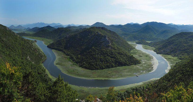Lake Shkoder Montenegro Horseshoe bend van Ryan FKJ