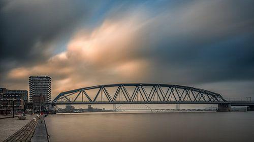 Spoorbrug Nijmegen (kleur) van Lex Schulte
