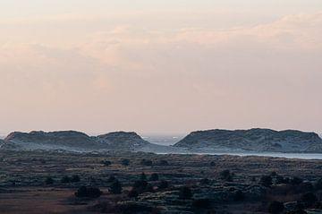 Zicht op  de Noordsvaarder en de duinen vanaf het Seinpaalduin op Terschelling van Alex Hamstra