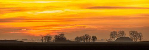 Groningse skyline bij zonsondergang