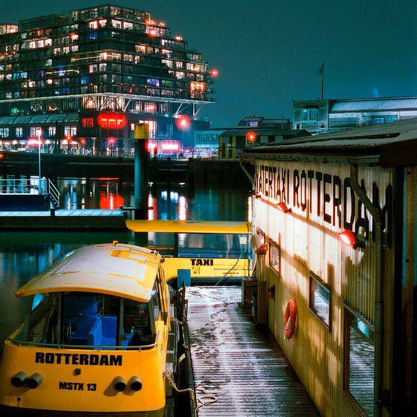 Watertaxi en Fenix, Rotterdam van Vincent van Kooten