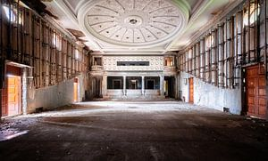 Großes verlassenes Theater.