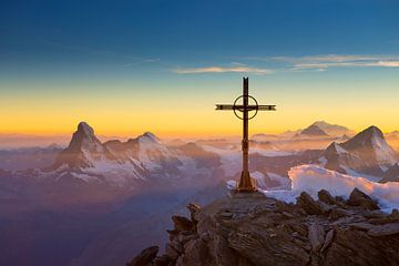 Matterhorn en Mont Blanc zonsondergang van Menno Boermans