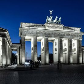 Brandenburger Tor zu blauen Stunde von Frank Herrmann