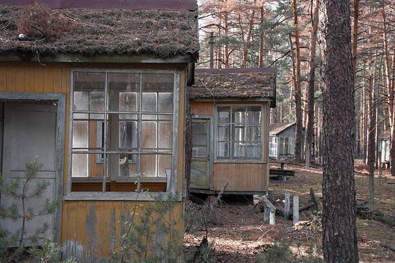 Schoolkamp terrein vlakbij Chernobyl van Tim Vlielander