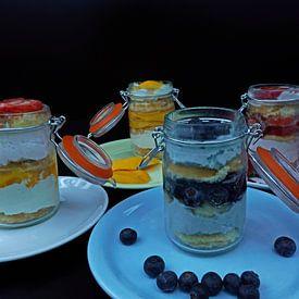 Yoghurt crème bisquit en vers fruit in een glas van Babetts Bildergalerie