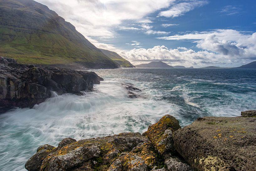 wild water in Faeröer van Robin van Maanen