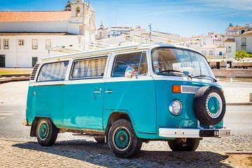 VW bus in de Algarve van Victor van Dijk