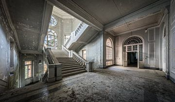 Halle mit Treppe von Inge van den Brande