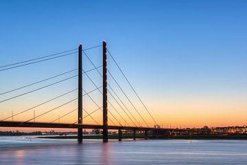 Rheinknie Bridge Dusseldorf van