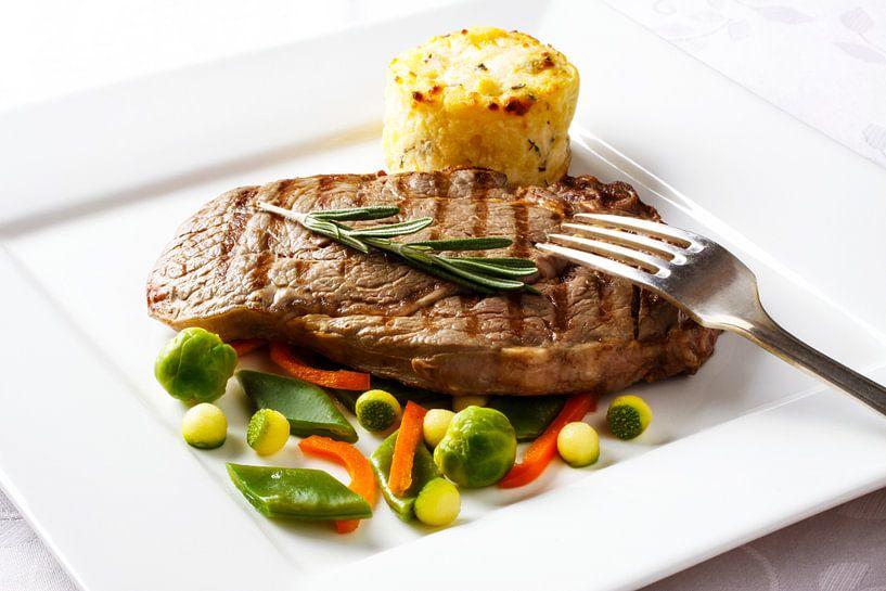 Gegrilde steak  met diverse groenten en aardappelgratin van Henny Brouwers