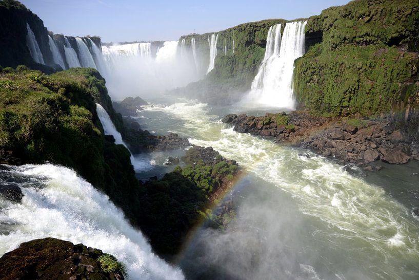 Landschap: Watervallen van Iguazu op de grens van Brazilië en Argentinië van Koolspix
