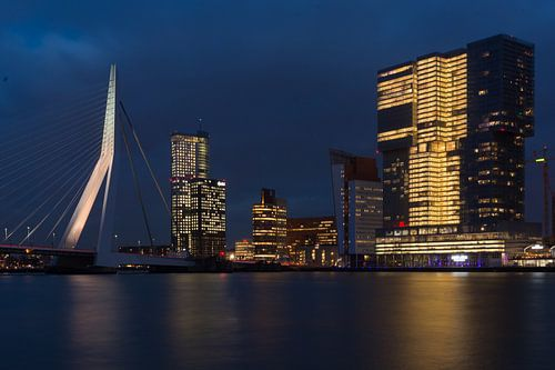 Rotterdam skyline Erasmusbrug vanaf de Willemskade