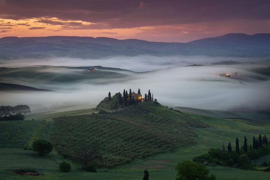 Zonsopkomst in Toscane van Edwin Mooijaart