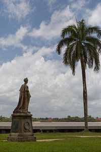 Koningin Wilhelmina standbeeld in Paramaribo