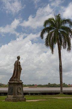 Koningin Wilhelmina standbeeld in Paramaribo van