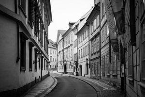 Verlaten straat in Praag van