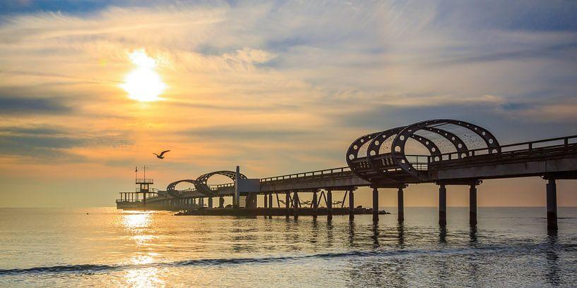 Morgensonne über der Seebrücke von Werner Reins