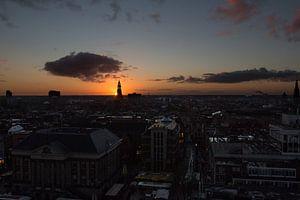 Zonsondergang achter Der Aa kerk van