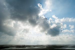 Wolken over het wad