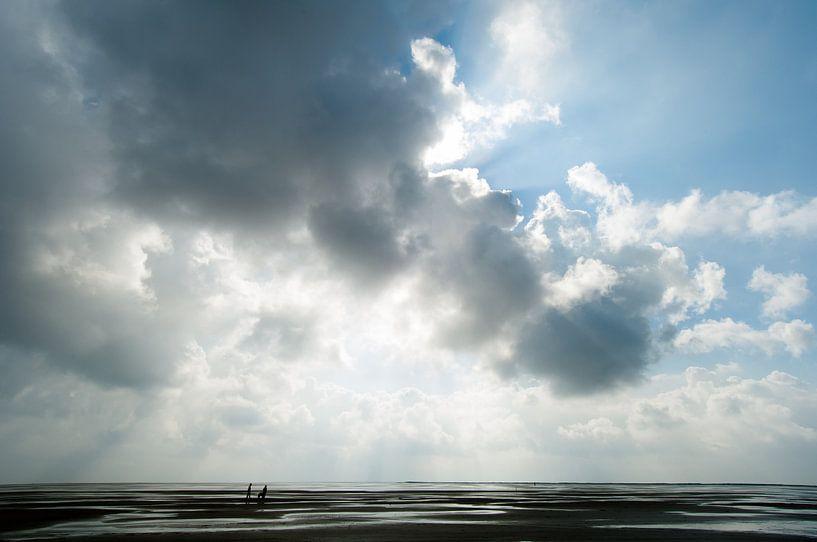 Wolken over het wad van Geertjan Plooijer