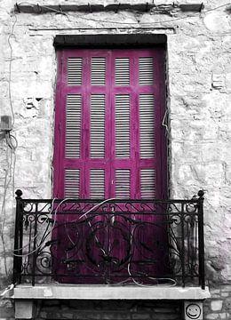 Plaka-Old Window-1 von Pia Schneider