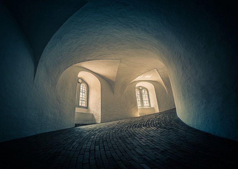 In de Ronde Toren in Kopenhagen van Tomasz Baranowski