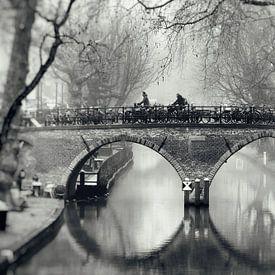 De Weesbrug over de Oudegracht in Utrecht in zwart-wit (2) van De Utrechtse Grachten