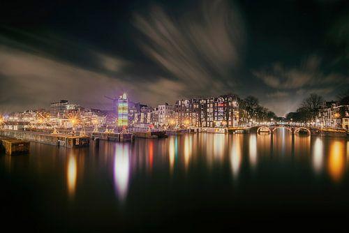 Amstelsluizen bij de Amstelrivier in Amsterdam  van