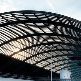 Arcitectuur - Amsterdam overkapping busterminal bij centraal station van Marianne van der Zee