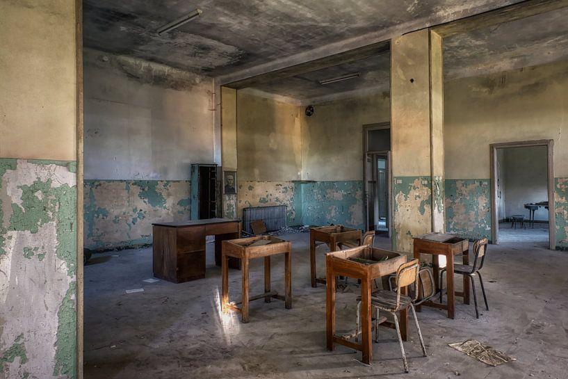 Verlaten plaats - School van Carina Buchspies