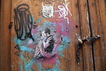 Liefde op een oude deur. van Jan Katuin