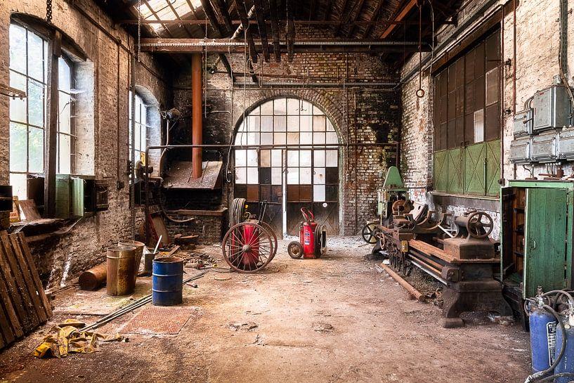 Verlaten Werkplaats in Verval. van Roman Robroek