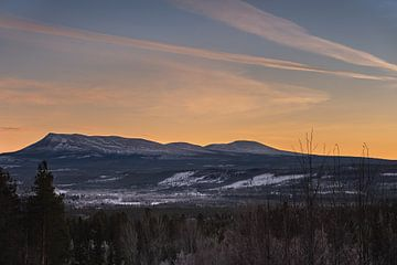 Sonfjällets zonsondergang. van Marco Lodder