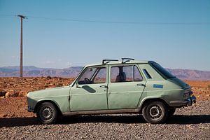 Dusty oldtimer van