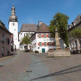 Een dorpsplein in een Duits dorp. van Rijk van de Kaa