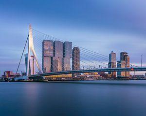 Zonsondergang bij de Erasmusbrug, aan de Maas in Rotterdam van Henno Drop