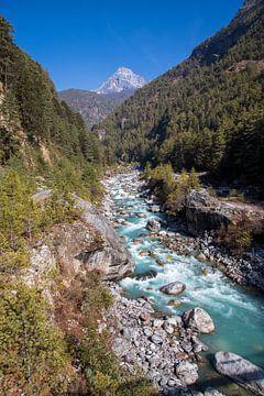 Dudh Koshi River (melk) Nepal van Ton Tolboom
