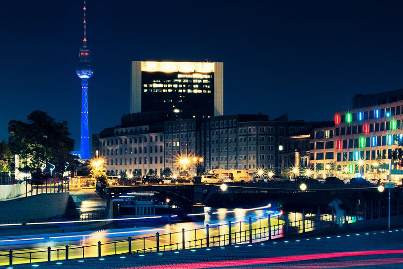 Berlin – Television Tower at Night / Skyline van Alexander Voss