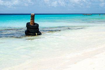 50 tinten blauw zee Klein Curacao van Joke Van Eeghem