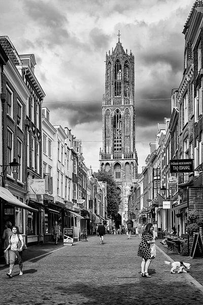 Tassen Utrecht Zadelstraat : De dom en zadelstraat in utrecht monochroom van