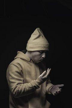 Rap Artist klatscht in die Hände von Besa Art