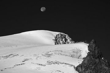 Maan boven Grossvenediger, Oostenrijk van Kees Gort Fotografie