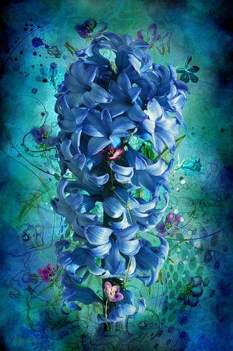 Hyacint, blauw, met losse bloemetjes in artistieke setting.