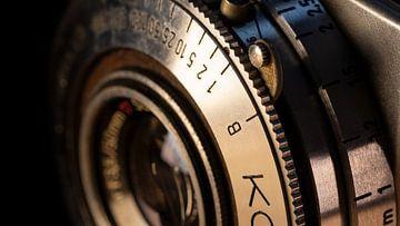 Detail van diafragma ring op vintage camera van Robin Jongerden